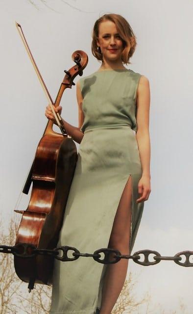Kari Nesdal Sandnes med cello
